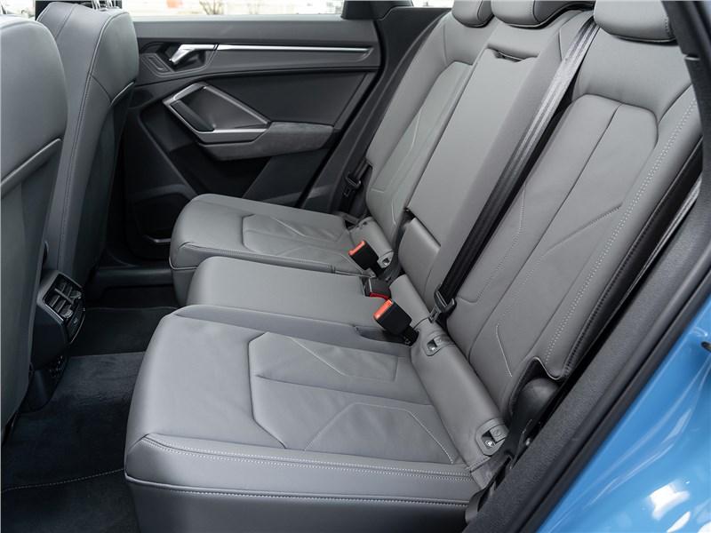 Audi Q3 2019 задний диван