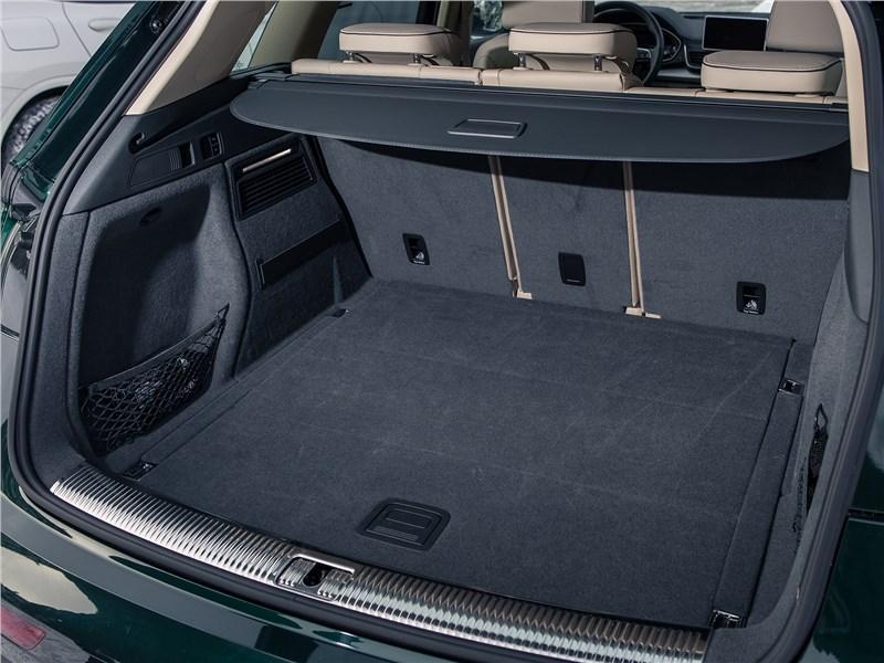 Audi Q5 2017 багажное отделение