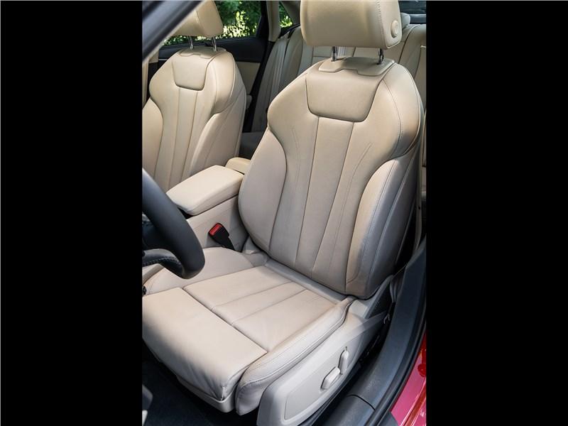 Audi A4 2016 передние кресла