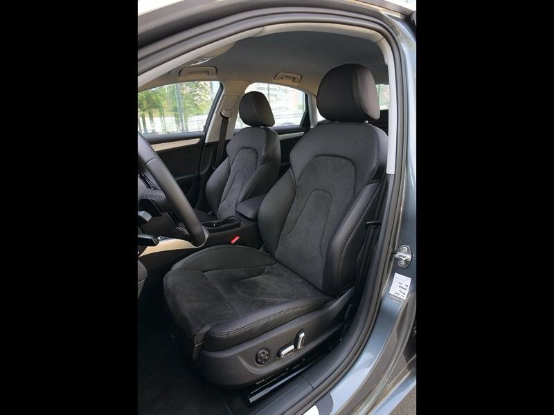 Audi A4 2012 передние сиденья