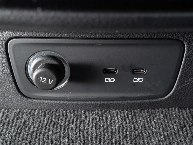 Audi Q3 2019 розетки