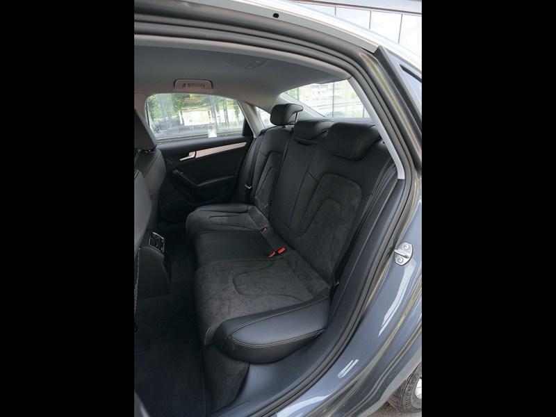 Audi A4 2012 задний диван