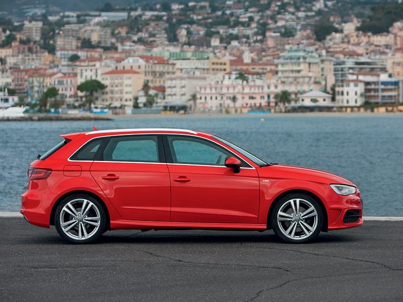 Audi A3 Sportback 2012 вид сбоку