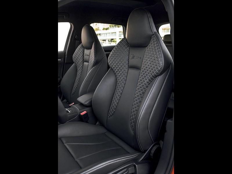 Audi A3 Sportback 2012 передние кресла
