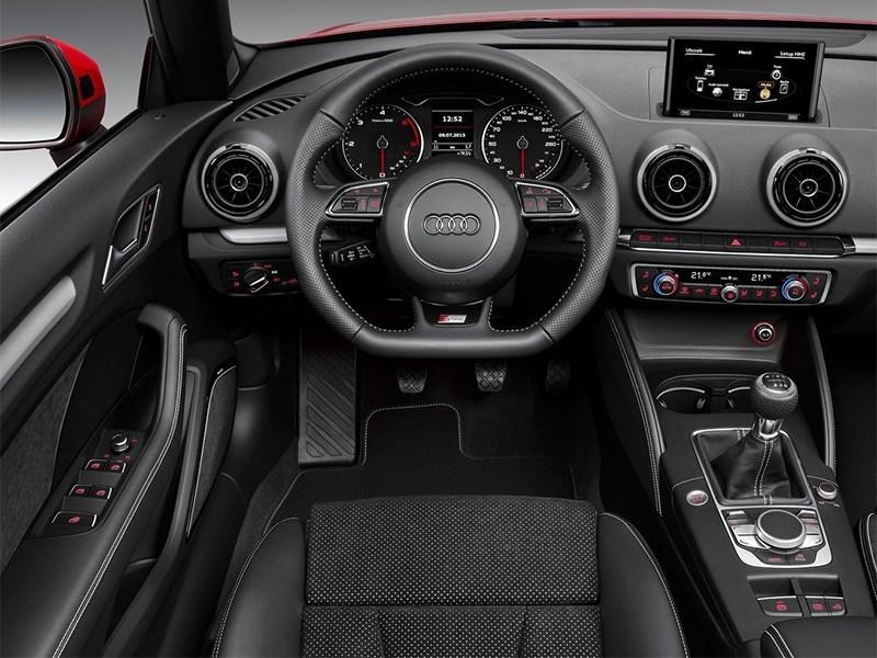 Audi A3 Cabriolet 2013 водительское место