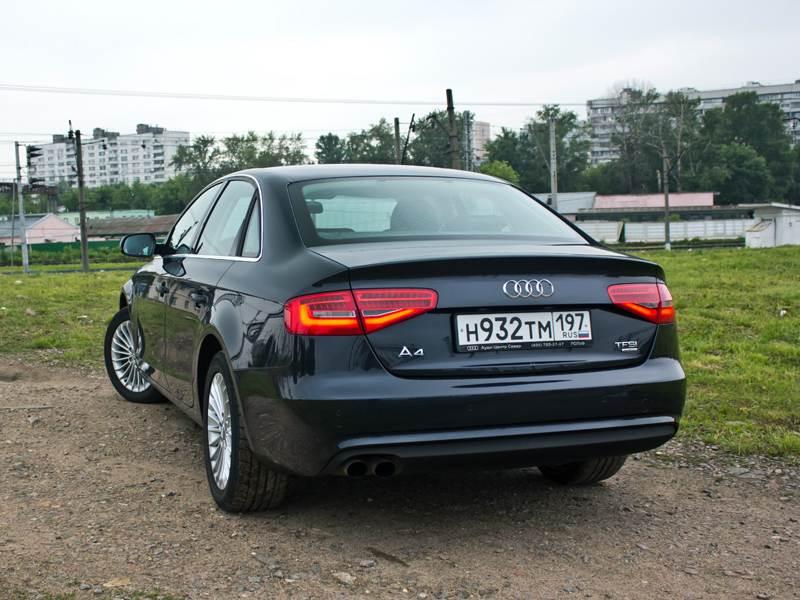 Audi A4 2012 вид сзади