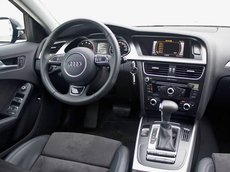Audi A4 2012 водительское место