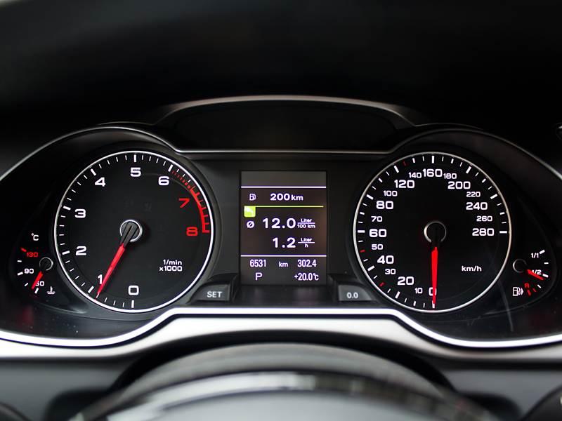 Audi A4 2012 приборная панель