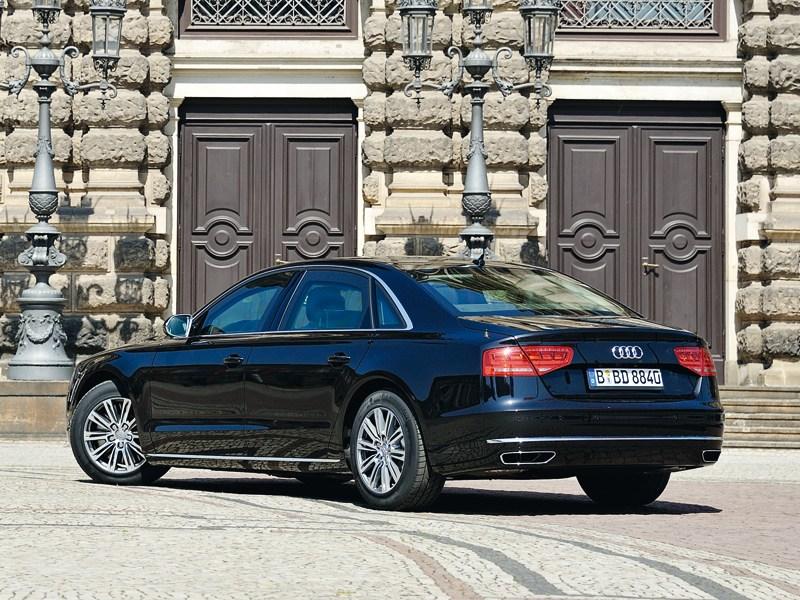 Audi A8 L Security 2013 вид сзади