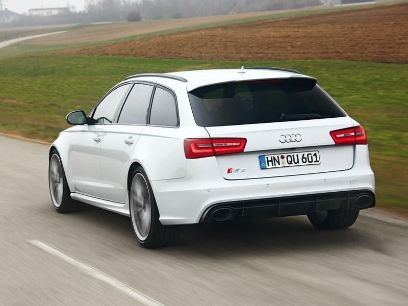 Audi RS6 2013 вид сзади