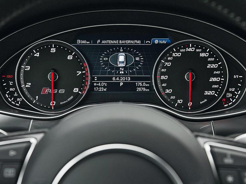Audi RS6 2013 приборная панель