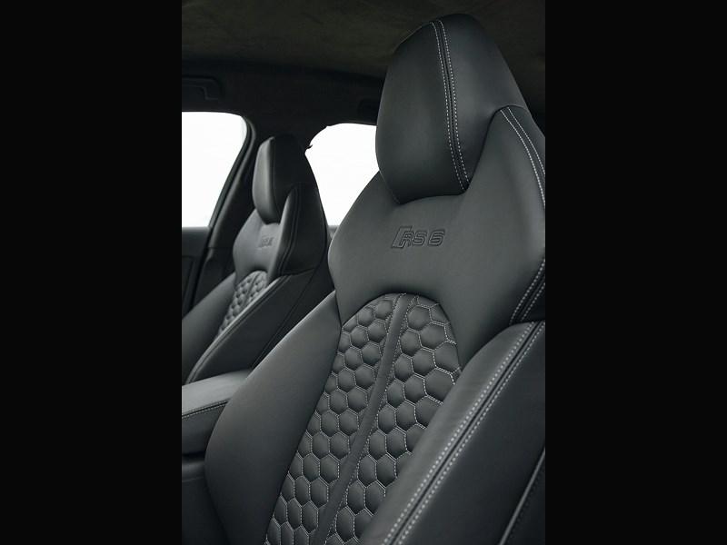 Audi RS6 2013 передние кресла