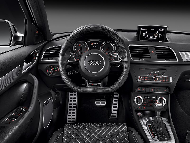 Audi RS Q3 2013 водительское место