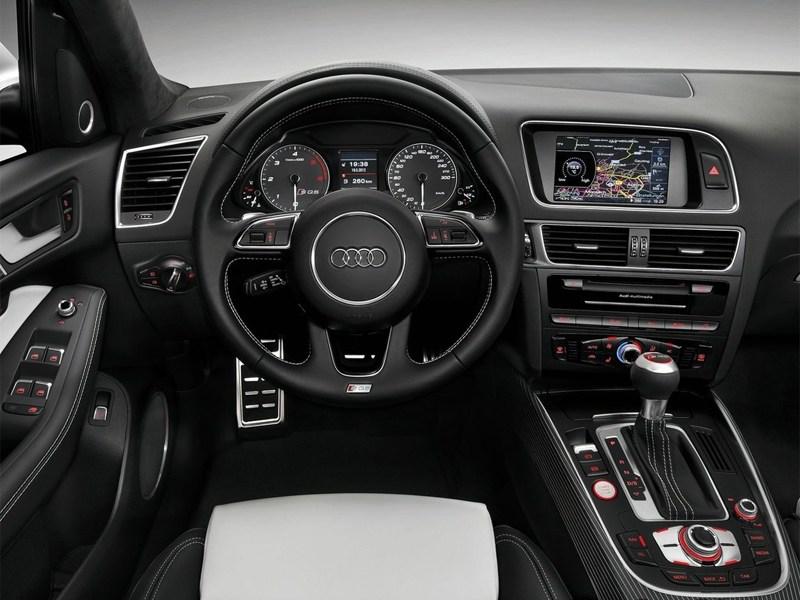 Audi SQ5 2013 водительское место