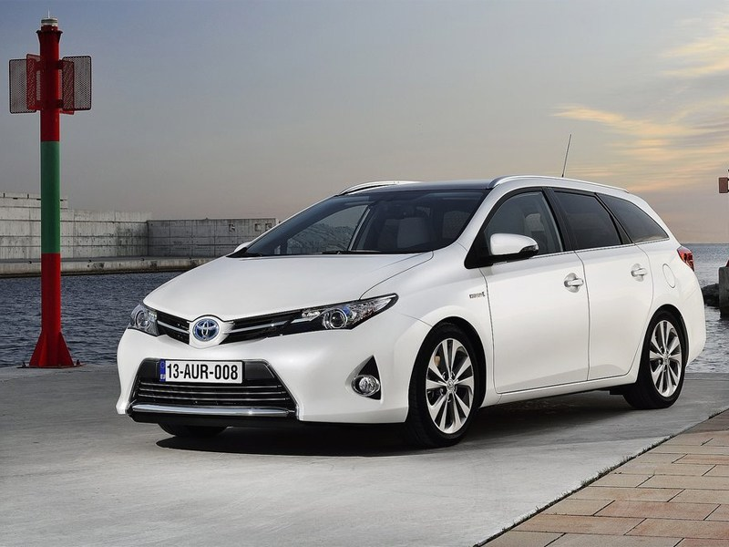 Toyota Auris стала универсалом