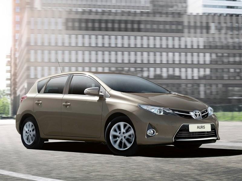 Новый Toyota Auris - Toyota Auris 2013 вид спереди