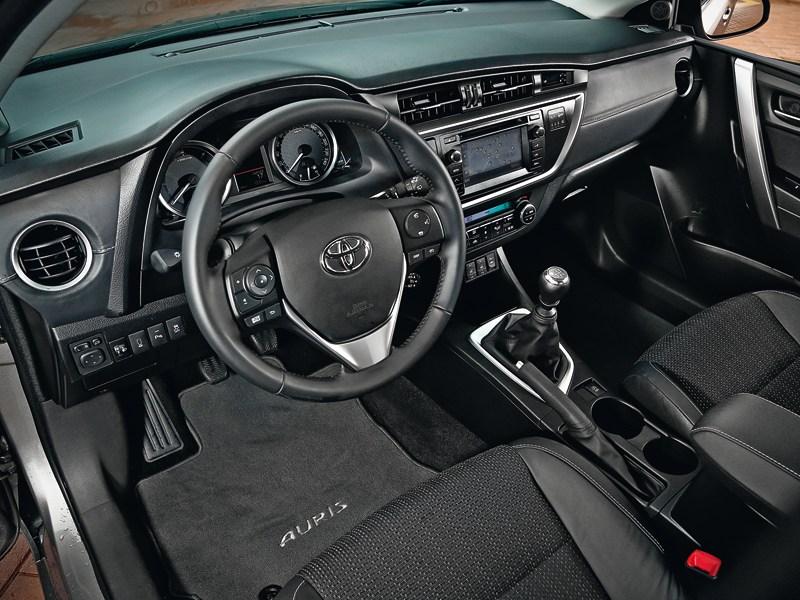 Toyota Auris 2013 водительское место