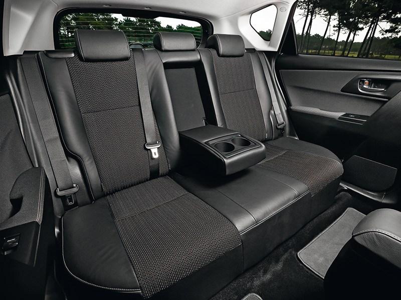 Toyota Auris 2013 задний диван