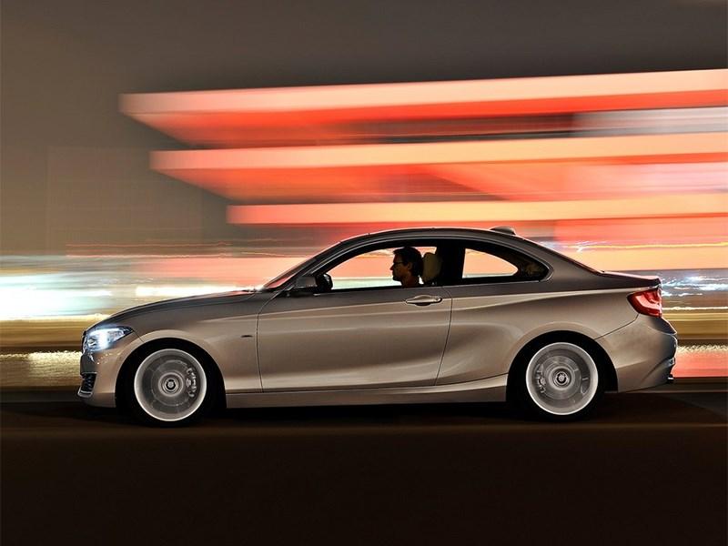 BMW 2 Series 2013 вид сбоку