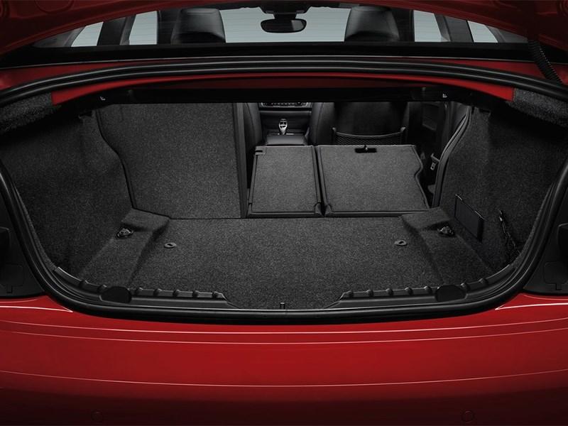 BMW 2 Series 2013 багажное отделение
