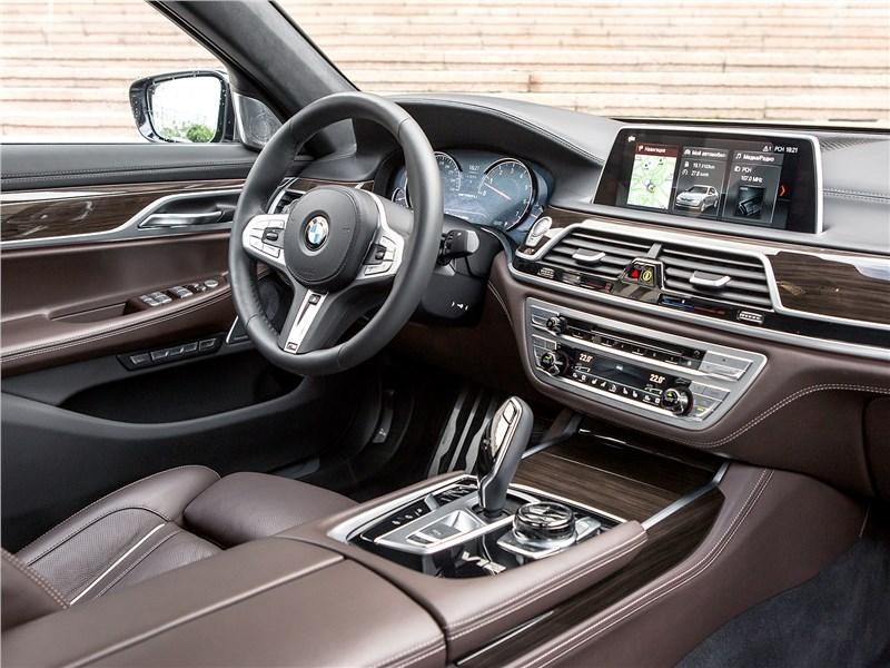 BMW M760Li xDrive 2017 салон