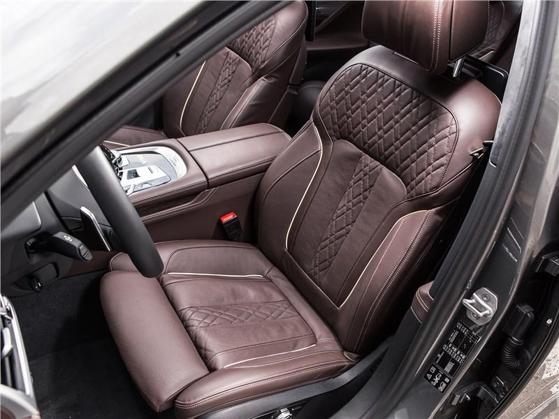 BMW M760Li xDrive 2017 передние кресла