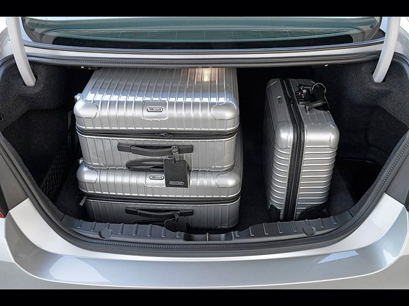 BMW 5 2013 багажное отделение