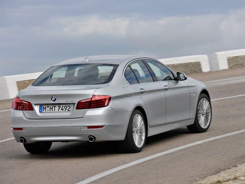BMW 5 2013 вид сзади
