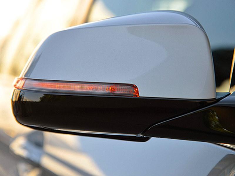 BMW 5 2013 повторитель на боковом зеркале