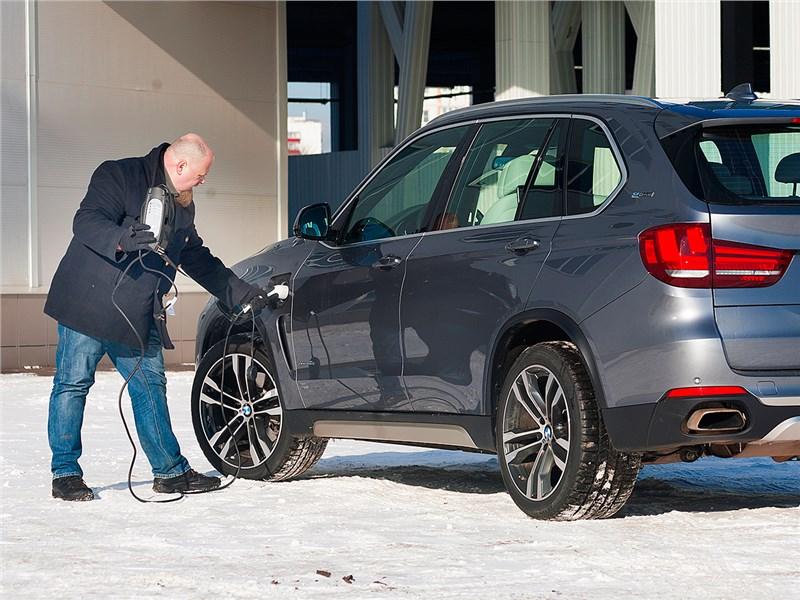 BMW X5 xDrive40e 2016 вид сбоку
