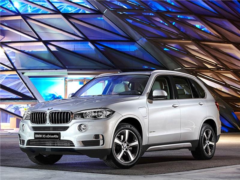 BMW X5 xDrive40e 2016 вид спереди