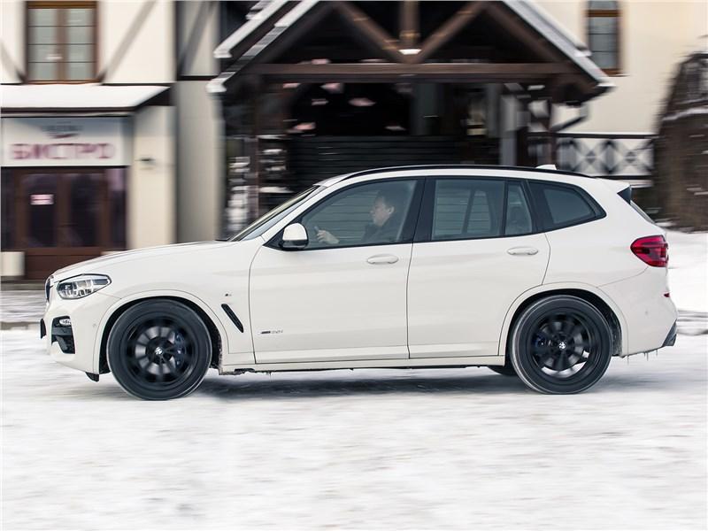 BMW X3 2018 вид сбоку