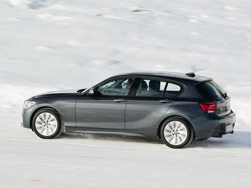 BMW 1-Series xDrive 2011 вид сбоку