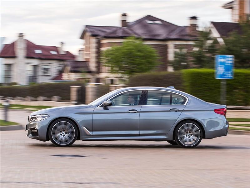 BMW 5 2017 вид сбоку
