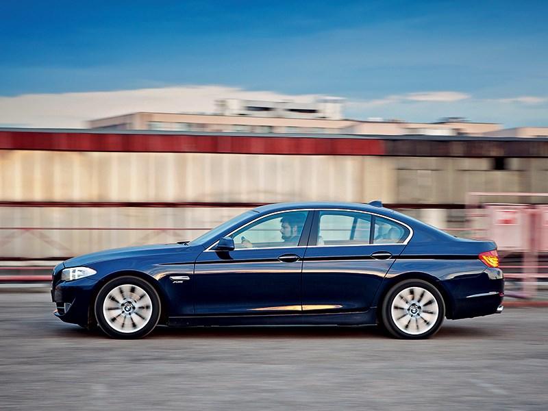 BMW 535i xDrive 2013 вид сбоку