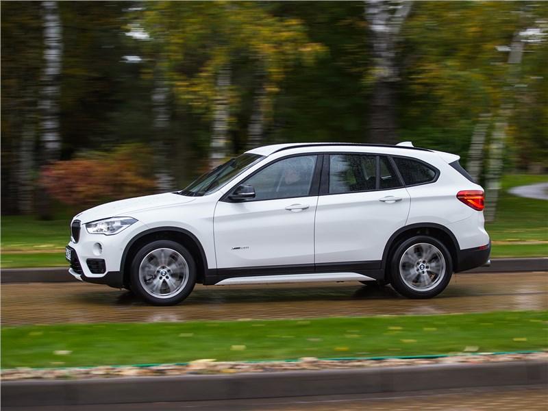 BMW X1 xDrive 2016 вид сбоку