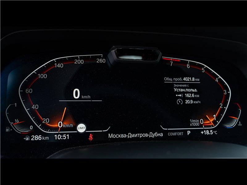 BMW X7 xDrive40i 2019 приборная панель