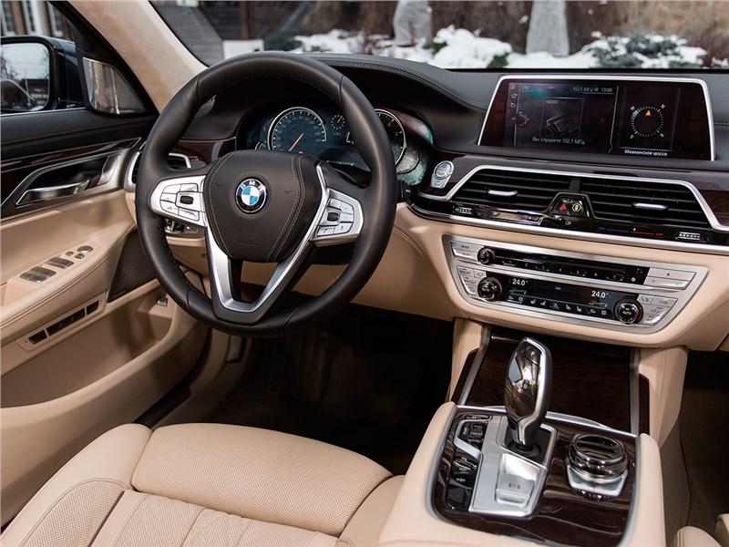 BMW 7-Series 2016 салон