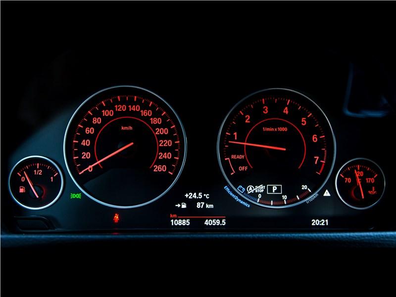 BMW 3 series 2016 приборная панель