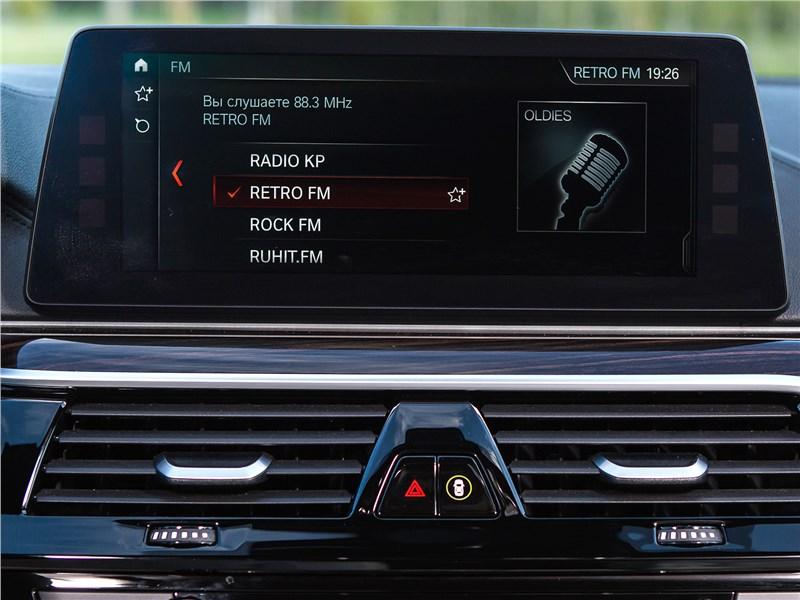 BMW 5 2017 монитор