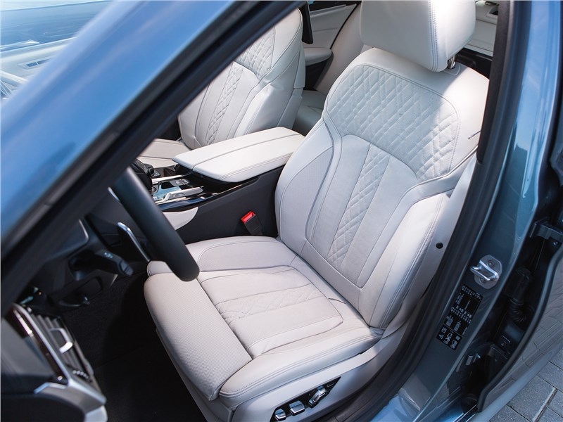 BMW 5 2017 передние кресла