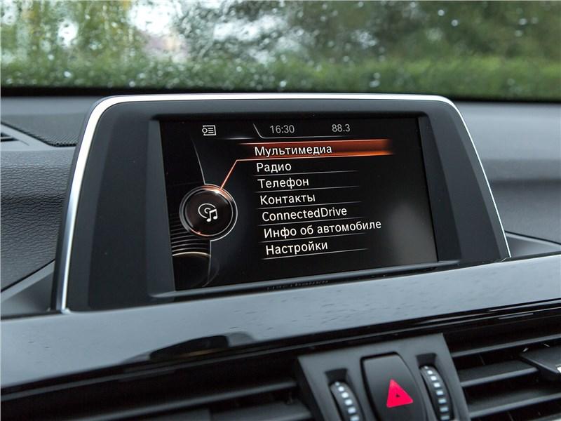 BMW X1 xDrive 2016 монитор