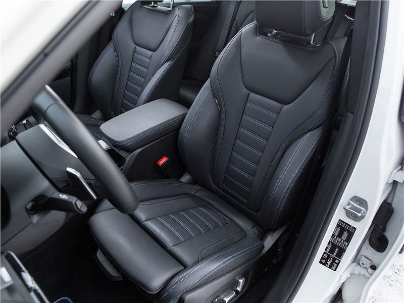 BMW X3 2018 передние кресла