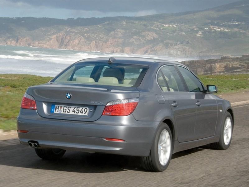 BMW 5 series 2008 вид сзади