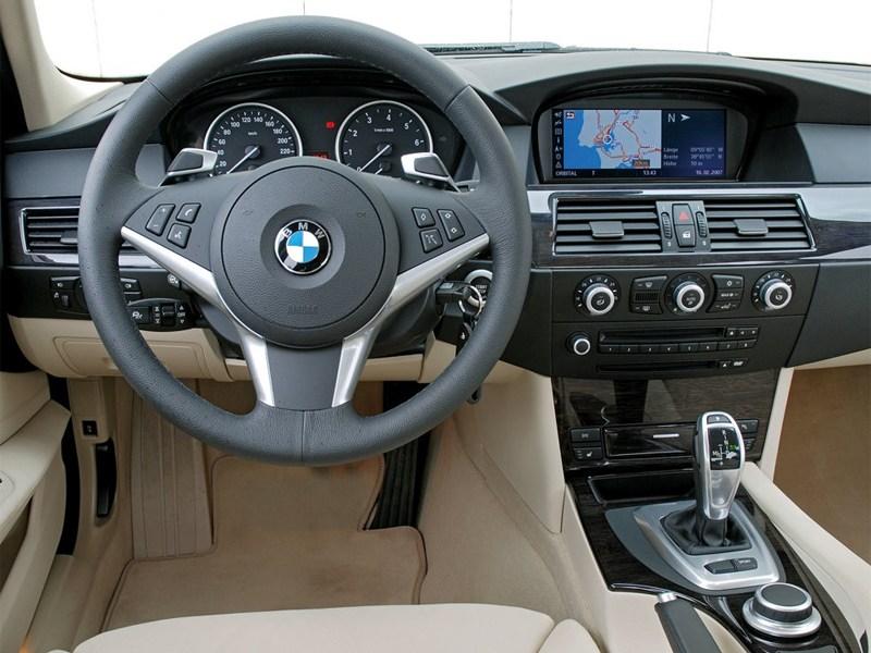 BMW 5 series 2008 водительское место