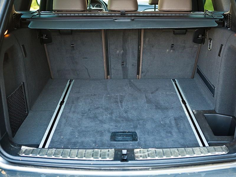 BMW X3 2011 багажное отделение