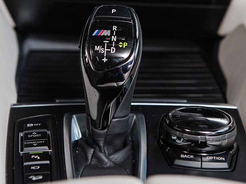 BMW X6 2015 управление трансмиссией