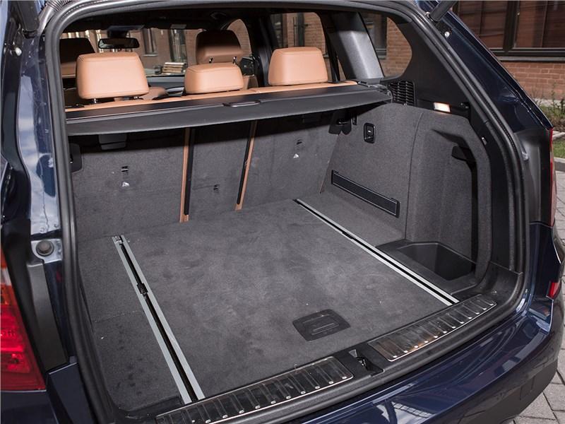 BMW X3 30d 2015 багажное отделение