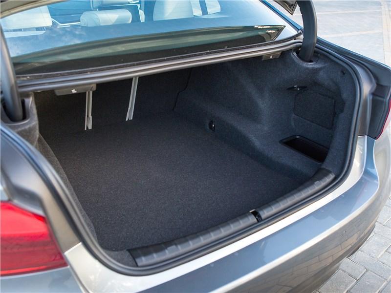 BMW 5 2017 багажное отделение