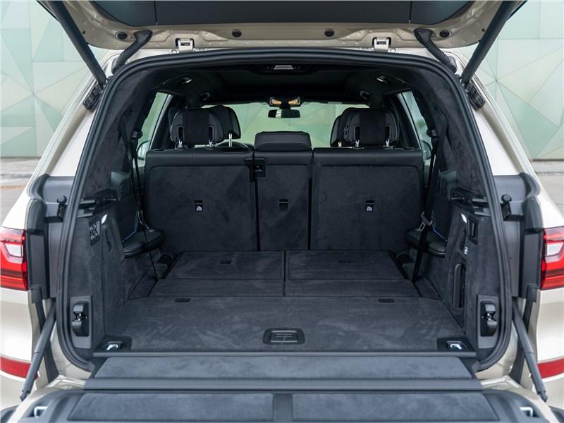 BMW X7 xDrive40i 2019 багажное отделение